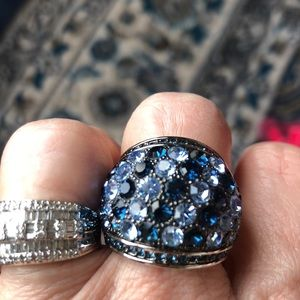 Jewelry - Glittering blue statement ring, costume
